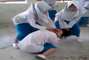 """Tiga pelajar """"Gadis Pailang"""" mengaku bersalah"""