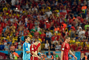 World Cup: Spain dethroned as Chile dazzle