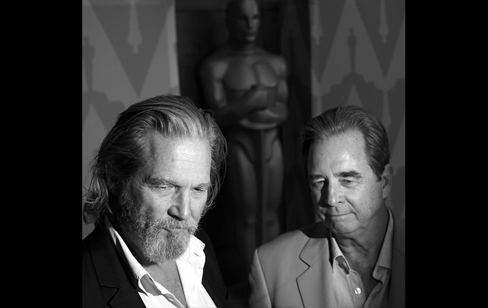 Pelakon Jeff Bridges (kiri) dan Beau Bridges bercakap kepada media di The Academy Of Motion Picture Arts And Sciences' Presents: Beau And Jeff: A Tale Of Two Bridges, di Bing Theater, 4 Ogos, 2014 di Los Angeles, California. Foto AFP / Robyn Beck