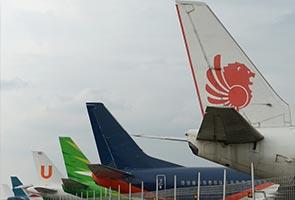 Indonesia suspends dozens of flights for no permits