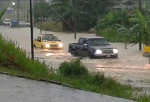 Jumlah mangsa banjir di pekan Pitas sedikit meningkat malam ini iaitu kepada 131 orang daripada 39 buah keluarga berbanding 103 orang daripada 33 buah keluarga petang tadi. - Gambar Fail | Astro Awani