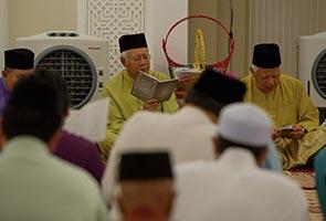 Najib dan isteri hadir majlis tahlil Allahyarham bapa