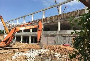 Bangunan Mydin runtuh: tiga orang maut, enam lagi  tercedera -  Jabatan Bomba Melaka