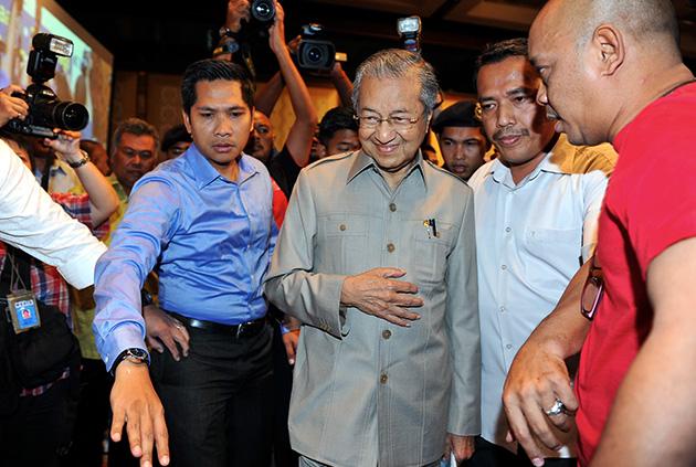 Sudah pasti ramai mengharapkan Dr Mahathir sendiri akan membuka kapsul masa yang ditanamnya pada 1995 itu.