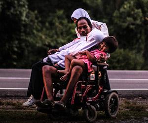 Rosli Hamid, wajah seorang lelaki yang lumpuh selepas terlibat dalam satu kemalangan motosikal sewaktu dalam perjalanan pulang dari tempat kerjanya di Kajang ke rumahnya di Kuala Pilah. - Foto Astro AWANI/SHAHIR OMAR   Astro Awani