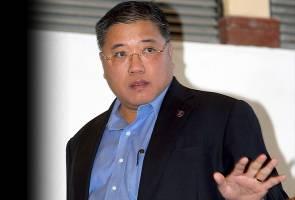 Semak buku teks sejarah, masukkan Hari Kemerdekaan Sarawak