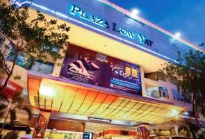 Pandemonium at Low Yat Plaza as seven men run amok