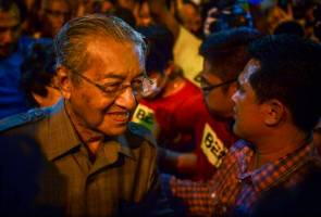 Tun Mahathir dan isteri hadiri Bersih 4