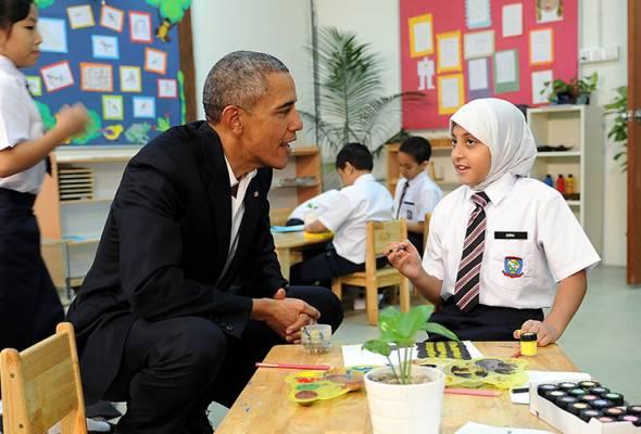 Obama luangkan masa bersama kanak-kanak kurang bernasib baik