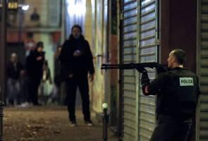 Serangan bersiri Paris: Lapan penyerang bersenjata terbunuh - Sumber