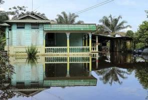 Flash floods hit two villages in Ledang