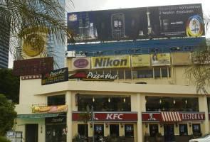 """""""Sini tempat Melayu 'cari makan'"""" - Peniaga Ampang Park"""