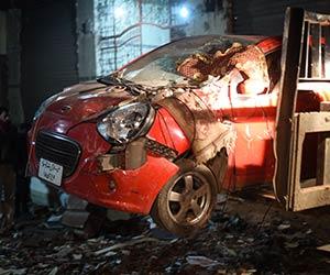 Letupan bom yang berlaku pada 21 Januari ini telah mengakibatkan kerosakan kenderaan di lokasi kejadian yang berlaku di jalan utama Giza di Mesir pada 21 Januari, 2016. Letupan bom tersebut telah mengorbankan enam individu, termasuk enam anggota polis pada Khamis berdekatan jalan utama di Kaherah di bandar Giza, menurut sumber keselamatan. - Foto Reuters/Mohamed Abd El Ghany | Astro Awani
