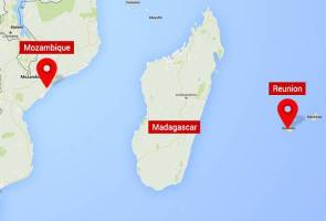 Mozambique says US man handed in suspected MH370 piece