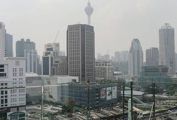 Cross-border haze from east and central Kalimantan, Indonesia is not expected to hit the country soon. - Filepic/Astro AWANI | Astro Awani