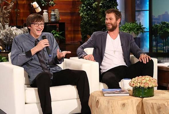 Remaja pulangkan dompet Chris Hemsworth, terima ganjaran AS$10,000