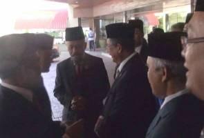 Withdrawal of Datuk Seri title: Ahmad Razif evades reporters