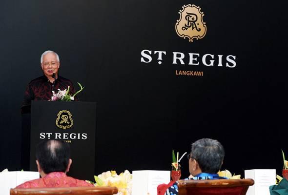 Perdana Menteri Datuk Seri Najib Tun Razak berucap pada majlis perasmian St Regis Langkawi malam ini yang disempurnakan Yang di-Pertuan Agong Tuanku Abdul Halim Mu'adzam Shah. - fotoBERNAMA   Astro Awani