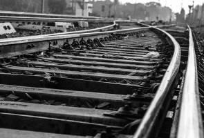 Tidak tahan dibuli, pelajar baring atas landasan kereta api sebelum digilis