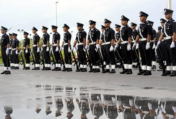Mohamad Onn berkata, IPCMC akan mengawal selia dan memantau kira-kira 130,000 anggota polis seluruh negara. - Gambar fail | Astro Awani