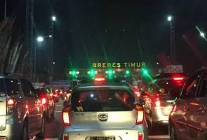 12 mati dalam kesesakan jalan raya Aidilfitri melampau di Indonesia
