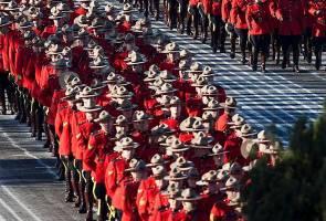 While France bans burkinis, Canada welcomes hijabi 'mounties'