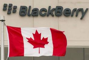 Switching gears, Canada's BlackBerry to open autonomous vehicle hub