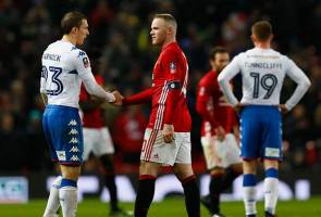 Watford, Hull and Leeds suffer Cup upsets, Man Utd through