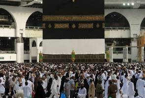Para jemaah menuju ke penghujung ibadat haji