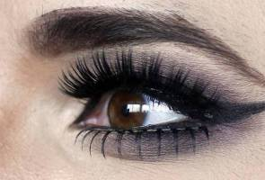 Of course those eyelashes are fake - and they're spectacular