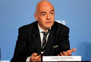 FIFA president says Qatar World Cup not under threat