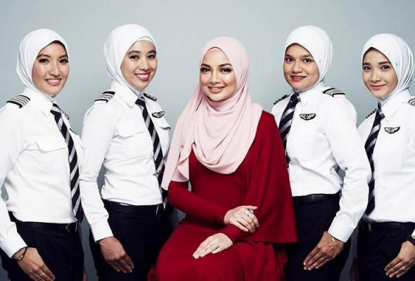 AirAsia and AirAsia X's female pilots will now onwards don the white Naelofar Hijab that is specifically tailored.