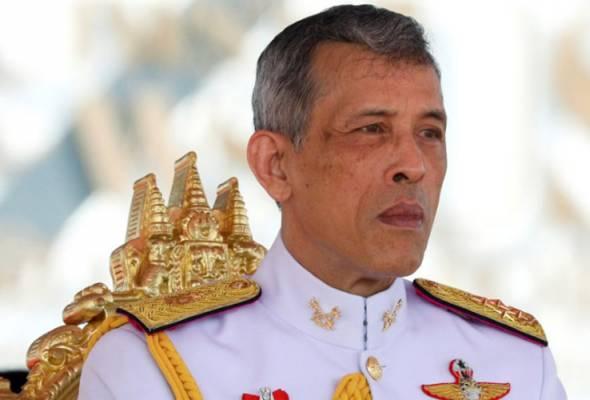 German teen suspected of shooting toy gun at Thai king | Astro Awani