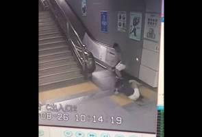 Wanita cedera 'ditelan' lantai stesen subway di China