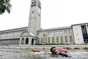 Sick of congested roads, German man swims to work