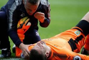 Burnley's Heaton undergoes shoulder surgery