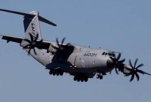 Airbus defense unit freezes capex, may miss cash goals - Memo