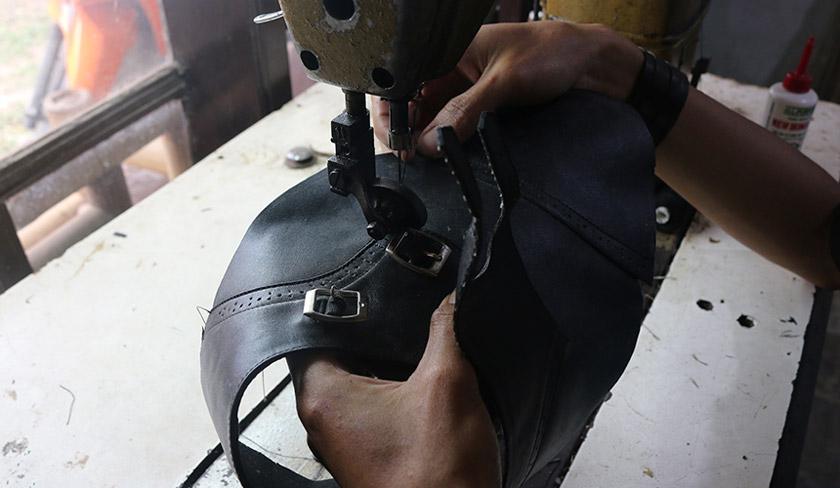Industri perumahan menjadi penyumbang signifikan ekonomi di Bandung. Dahulu, bapa Cindy merupakan pembuat sepatu. Foto Karim Raslan