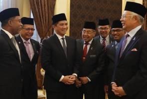 Usikan PM Najib pada Azmin jadi perhatian