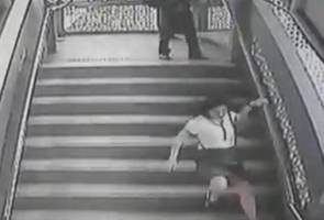 Awas warga KL! Si penendang wanita sudah kembali!