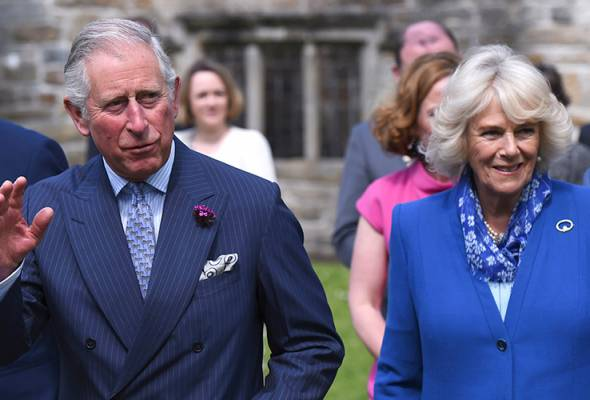 Britain's Prince Charles (L) and his wife Camilla (R), Duchess of Cornwall visit Donegal Castle during a tour to Donegal, Ireland May 25, 2016. - Photo Reuters/Clodagh Kilcoyne | Astro Awani