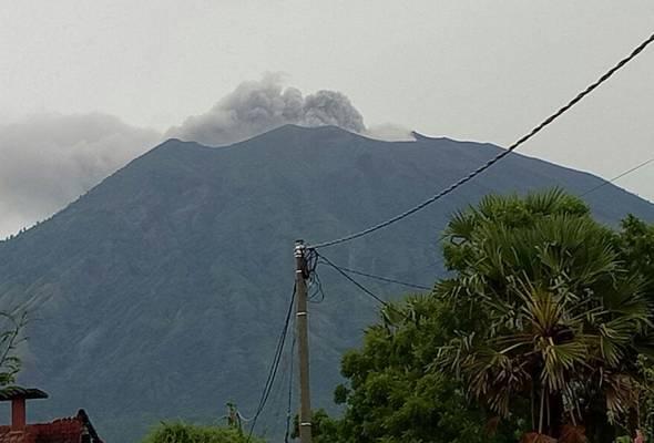 Pengalaman Azlinariah Abdullah teruskan percutian di Bali semasa letusan Gunung Agung.
