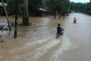 Ketagihan merempit tidak kira waktu walaupun musim banjir