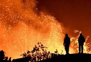 Angin kencang semarakkan 'Thomas Fire' di California