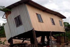 10 rumah dihanyutkan arus deras di Keningau