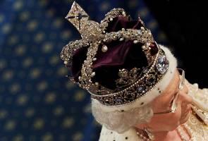 'Pedati diraja teruk, mahkota ini boleh buat patah tengkuk' - Ratu Elizabeth luah emosi?