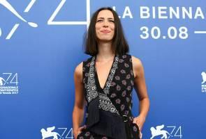Kesali kerjasama dengan Woody Allen, Rebecca Hall derma gaji kepada Time's Up