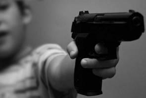 Kanak-kanak setahun parah ditembak abang berusia 6 tahun