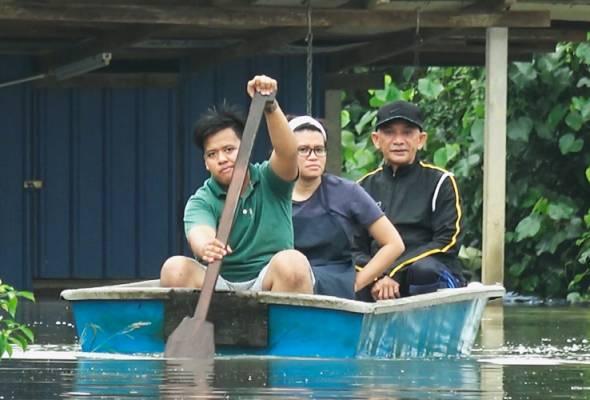 Pahang merupakan negeri paling teruk terjejas dengan penambahan jumlah mangsa dipindahkan meningkat kepada 1,924 orang.