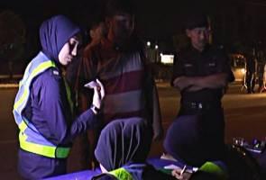 Warga Pakistan antara 92 ditahan dalam sekatan jalan raya